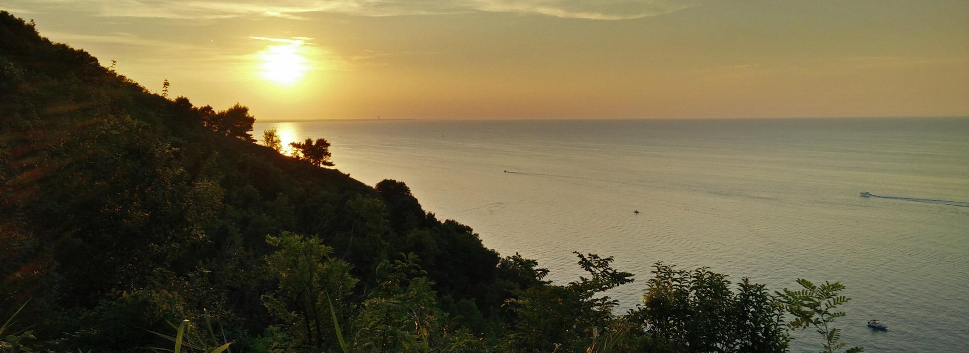 Camping Gabicce Monte: vista panoramica sul mare al tramonto